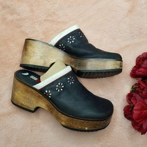 Tommy Hilfiger Wooden Wedge Clogs Size 8